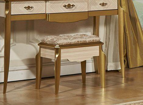 Косметические столы для спальни