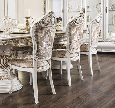 Белые стулья для гостиной